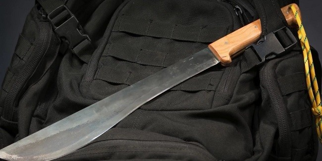 (Video) Making a Machete Without Using Power Tools – This Is Incredible!