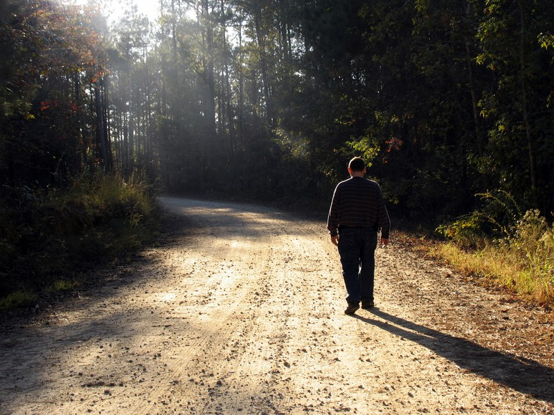 How to Successfully Blend In: 5 Tips From a Special Agent Every Prepper Should Follow
