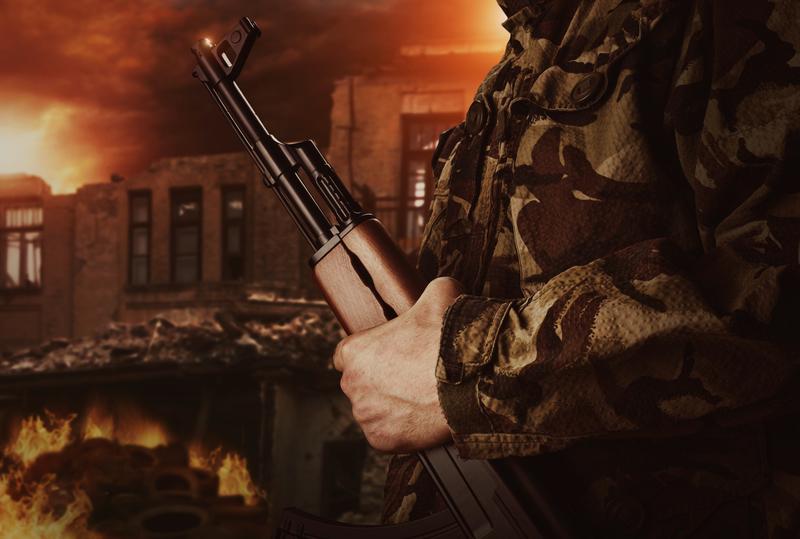 soldier-holding-gun