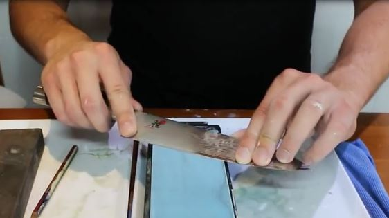 sharpening knife