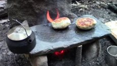 cooking-bannock-on-stone