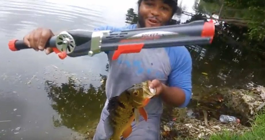 Video man uses a rocket fishing rod to catch a big fish for Rocket fishing pole